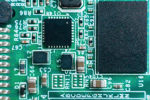 Réparation de circuits imprimés. technologie moderne de matériel électronique. puce d'ordinateur personnel numérique de la carte mère. mur de science technique. processeur de communication intégré. composante d'ingénierie de l'information