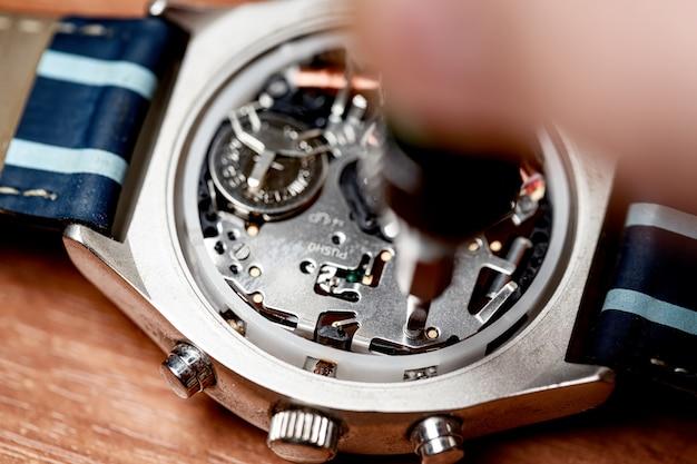 Réparation de montre électronique