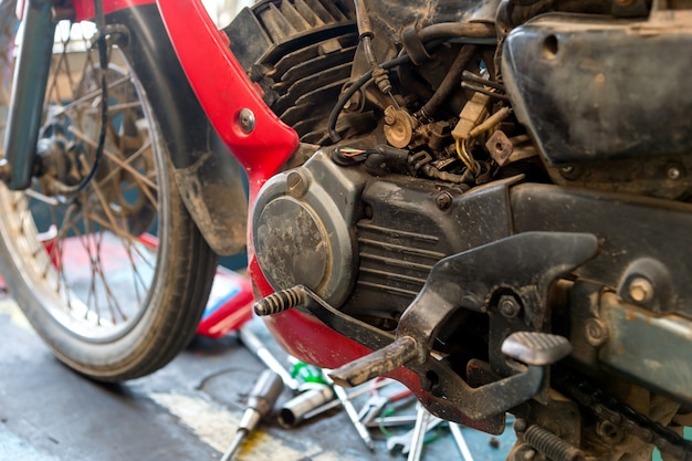 Réparation de moteur de moto ancienne