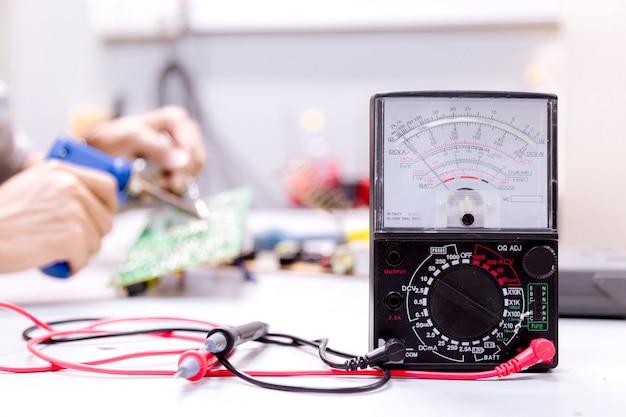 Réparation d'outils réparation de matériel électronique.