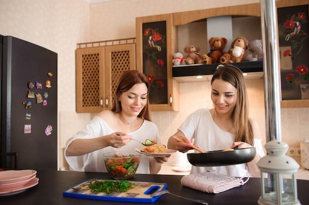 Repas en famille à la maison
