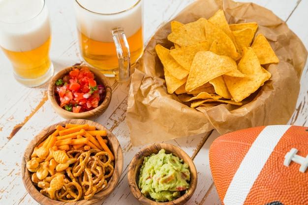 Repas de football, jour du super bowl, nachos guacamole