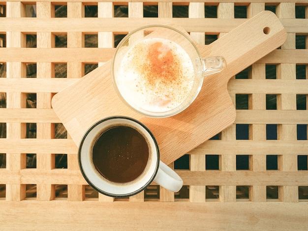 Repas maison facile et simple de café et d'œufs