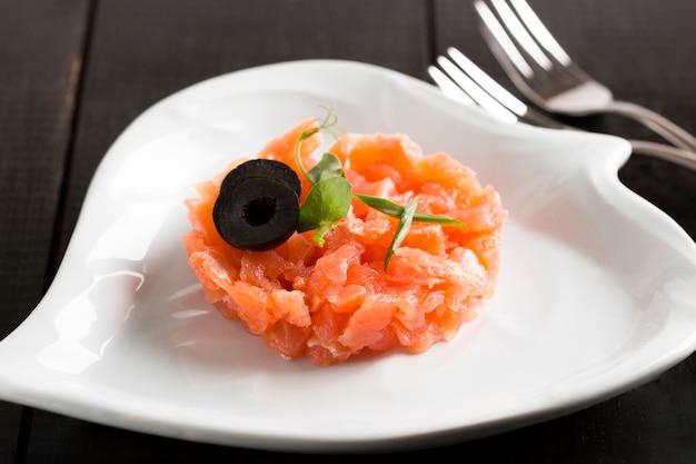 Repas de poisson délicieux à angle élevé
