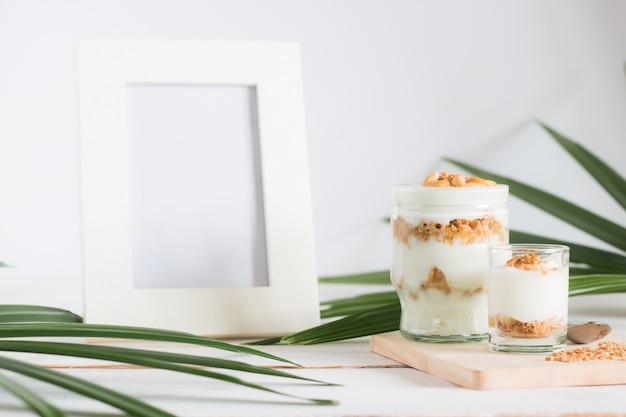 Repas santé à base de granola en verre