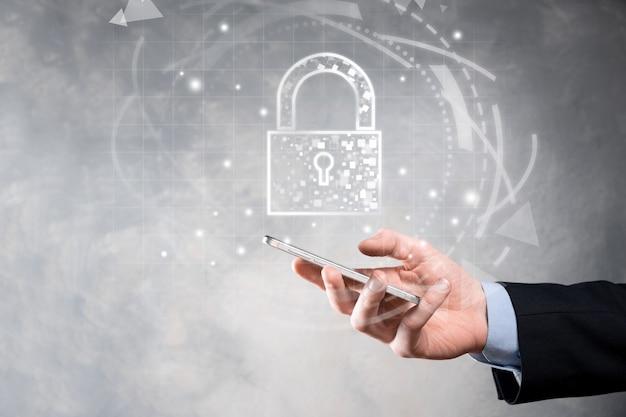 Réseau de cybersécurité. icône de cadenas et mise en réseau de la technologie internet. homme d'affaires protégeant les informations personnelles des données, interface virtuelle. concept de confidentialité de la protection des données. rgpd. ue.criminalité numérique