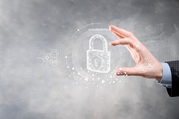 Réseau de cybersécurité. icône de cadenas et mise en réseau de la technologie internet. homme d'affaires protégeant les informations personnelles des données sur tablette et interface virtuelle. concept de confidentialité de la protection des données. gdpr. ue.