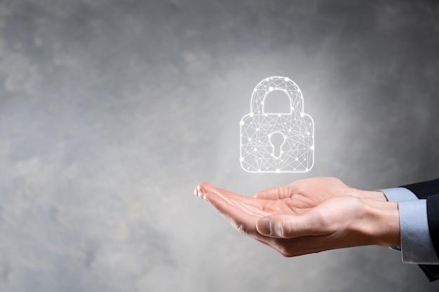 Réseau de cybersécurité. symbole de cadenas et mise en réseau de la technologie internet. homme d'affaires protégeant les informations personnelles des données sur tablette et interface virtuelle. concept de confidentialité de la protection des données. gdpr. ue.