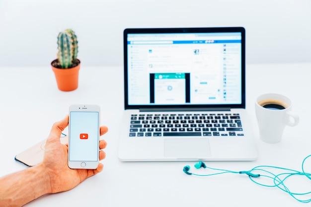 Réseaux de médias sociaux sur différents appareils