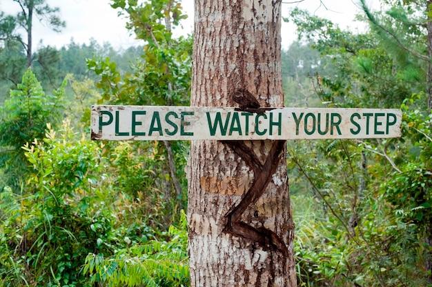 Réserve de mountain pine ridge, panneau d'avertissement