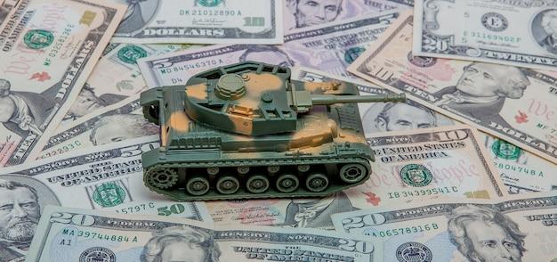 Réservoir dans le contexte de dollars. concept de guerre.
