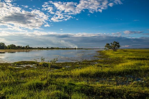 Le réservoir pour l'agriculture dans le pays de la thaïlande.