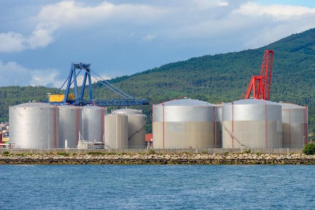 Réservoirs de carburant industriels pour navires de charge