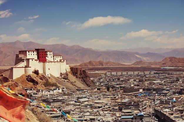 Résidence panchen lama appelée little potala dans la ville de shigatse, tibet, chine.