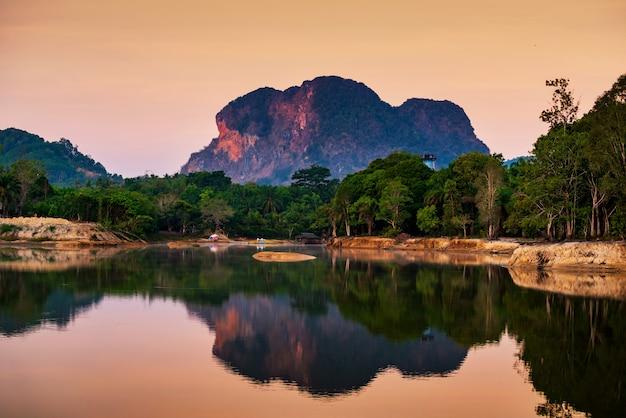 Resort à nong thale à l'aube, krabi