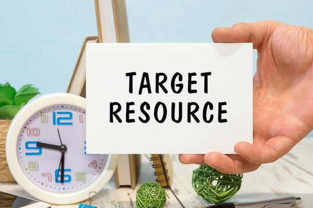 Ressource cible - texte sur la carte en main