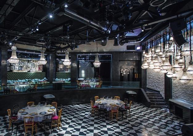 Restaurant intérieur du grand hall d'événement