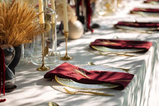 Restauration de banquet de luxe à table