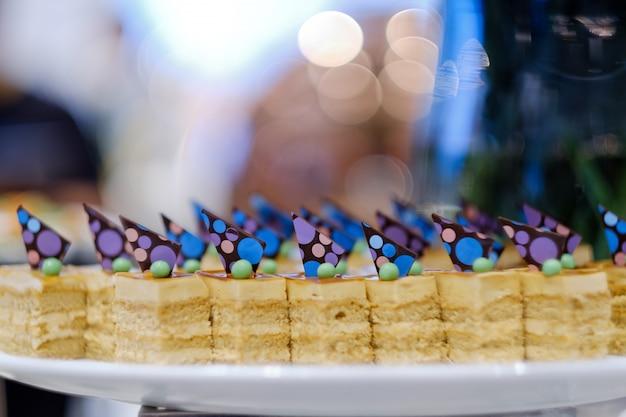 Restauration traiteur, dessert et sucré, mini canapés, collations et apéritifs, nourriture pour l'événement, sucrerie