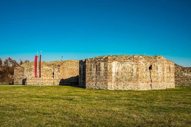 Restes de l'ancien complexe romain de palais et de temples felix romuliana près de gamzigrad, serbie. depuis 2007, il est désigné comme site du patrimoine mondial de l'unesco