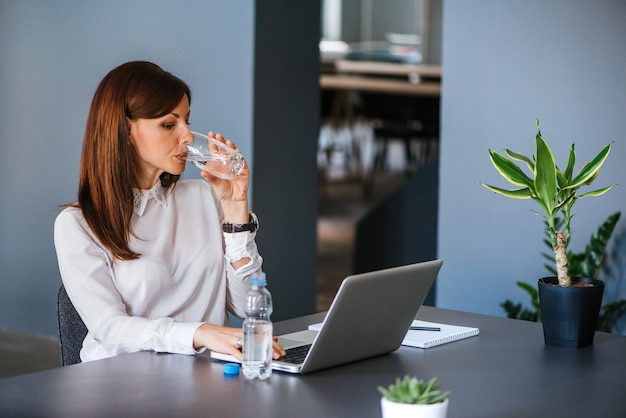 Stay Hydrated.  Woman Drinking Water At Office |  Premium photo