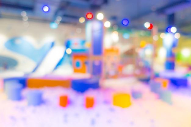 Résumé flou aire de jeux moderne dans le centre commercial.