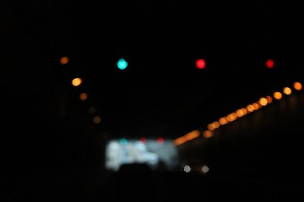 Résumé flou et bokeh léger la nuit.