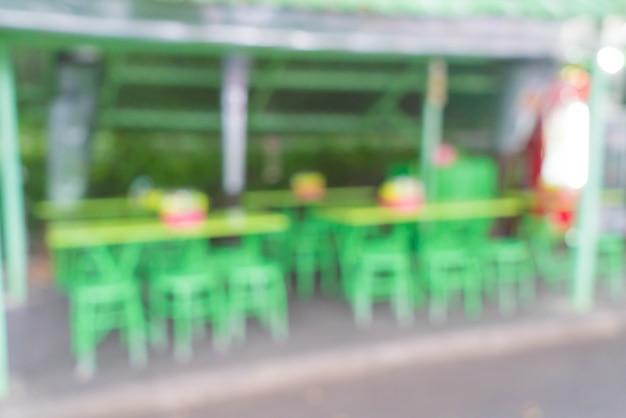 Résumé flou dans le restaurant de rue