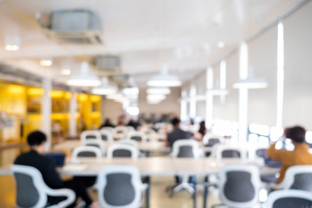 Résumé flou fond de salle de conférence ou salle de séminaire.