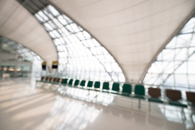 Résumé flou intérieur de terminal aéroportuaire