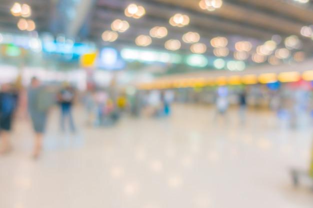 Résumé flou passager à l'aéroport