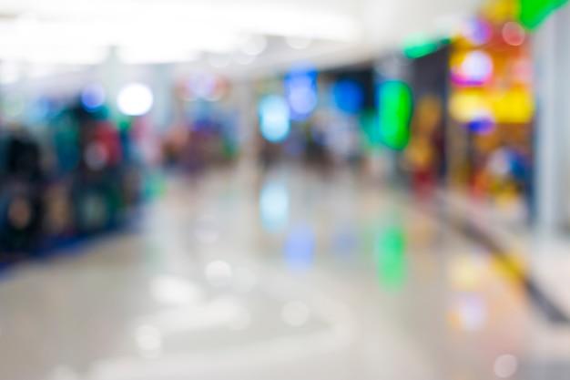 Résumé flou personnes au centre commercial.