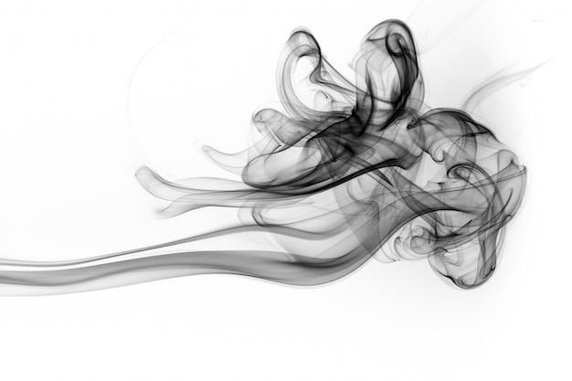 Résumé de fumée noire sur fond blanc, feu