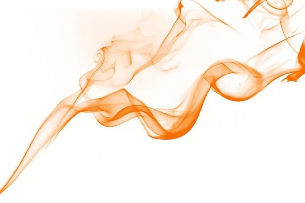 Résumé de fumée orange sur fond blanc, eau d'encre jaune