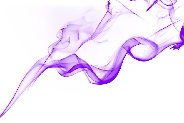 Résumé de fumée violette sur fond blanc