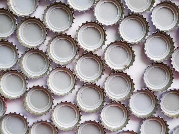 Résumé gros plan de capsules de bouteilles.