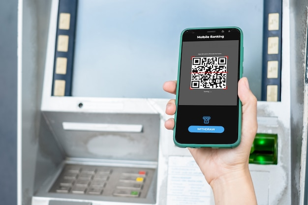 Retirer de l'argent d'un guichet automatique bancaire à l'aide des services bancaires mobiles