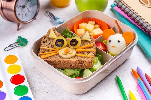 Retour à l'arrière-plan du petit-déjeuner à l'école