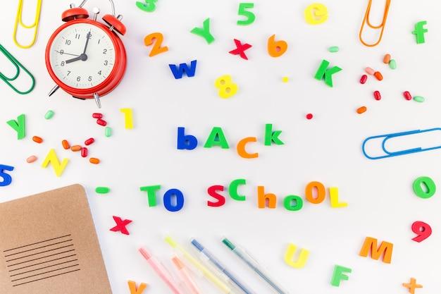Retour au concept d'école avec des fournitures de bureau