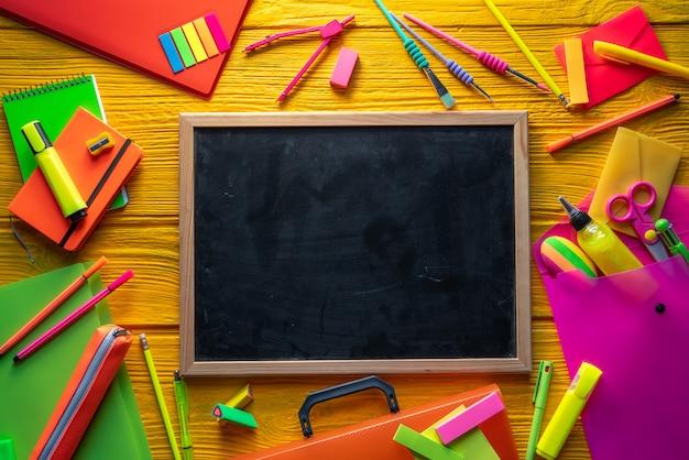 Retour aux fournitures scolaires arrangement vif