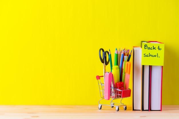 Retour aux fournitures scolaires sur jaune