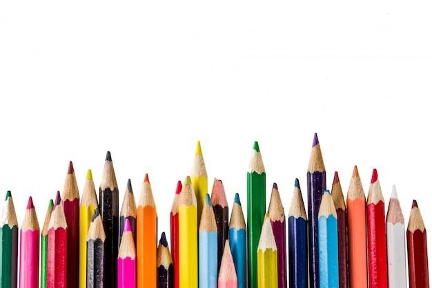 Retour à l'école crayons de couleur concept isolé sur fond blanc