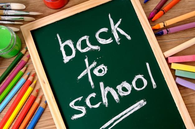 Retour à l'école écrit à la craie