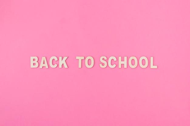 Retour à l'école écrit sur rose