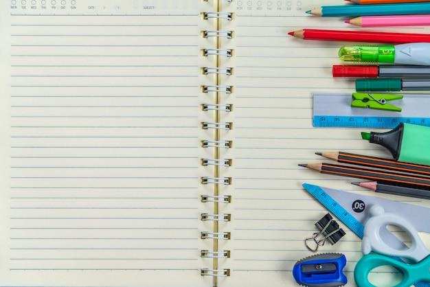Retour à l'école . fournitures scolaires et cahier