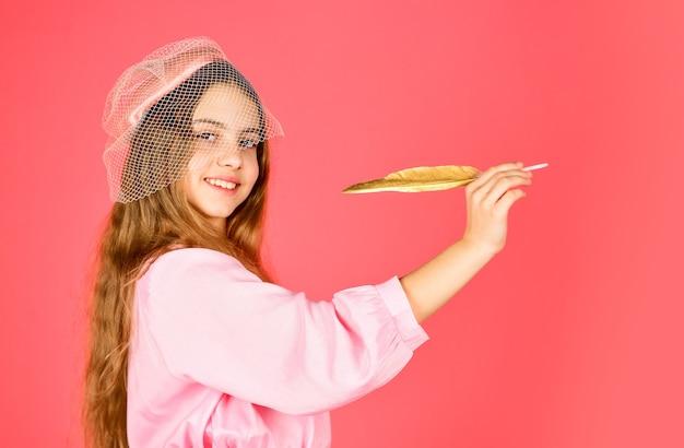 Retour à l'école. petit artiste peintre dessin. éditeur rétro. écrire une histoire romantique. petite fille poète. poésie et roman d'époque. écriture ancienne avec plume d'or. écrire une lettre d'amour.