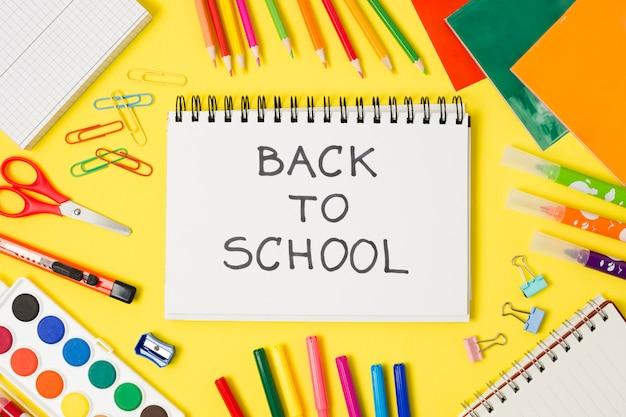 Retour à l'école salut bloc-notes