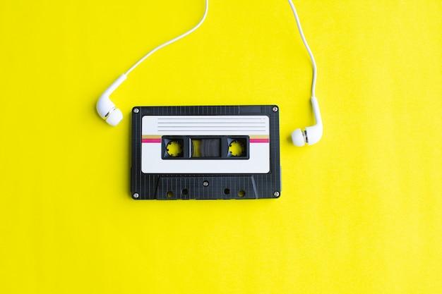 Retro de cassette sur jaune