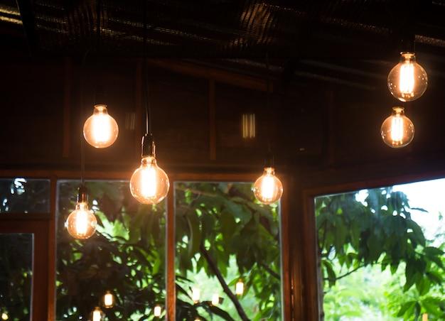 Retro classique des ampoules suspendues