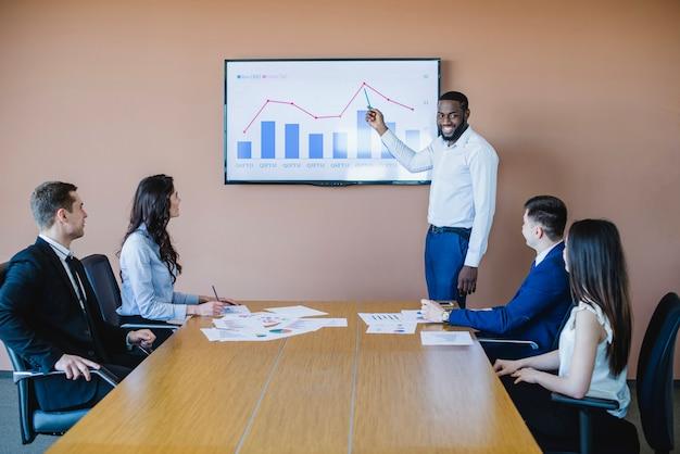 Réunion d'affaires avec graphique